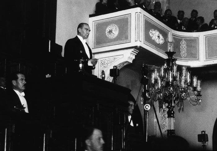 Atatürk Türkiye Büyük Millet Meclisinde