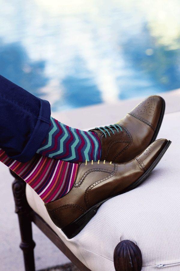 Birbirinde şık ver renkli çoraplar daha şık olabilirsiniz