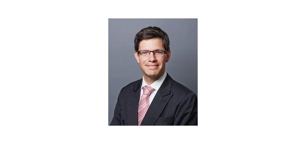 En Yakışıklı 10 Erkek Avukat - Alexander Learmonth