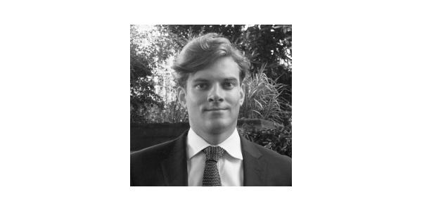 En Yakışıklı 10 Erkek Avukat - George Hilton