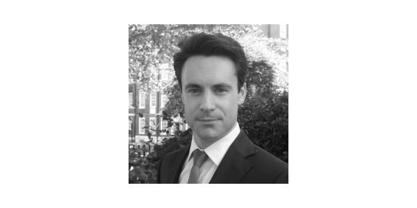 En Yakışıklı 10 Erkek Avukat - Peter Head