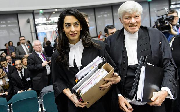 İngiliz Avukat Cübbesi